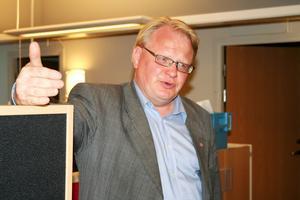 – Vi bedömer att skulle högskolan lägga ner så drabbar det hela utbildningskedjan i Borlänge, säger Peter Hultqvist efter regeringens beslut.