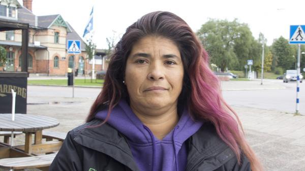 Lucila Jensen, 45 år,  arrestvakt, Fagersta: – Jag använder kort, alltid. Det är lättare, eftersom jag inte använder någon plånbok. Och behövs det att jag tar ut och det inte fungerar så blir det inget köp för mig.