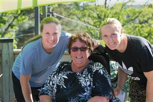 Marianne var stolt över att ha varit första tränare för tre landslagsspelare, döttrarna Elin och Frida är två av dem.
