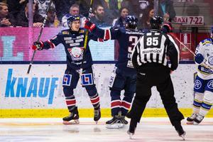 Linköpings Adam Helewka jublar efter 1–1-målet mot Leksand. Startskottet på vändningen. Foto: Josefine Loftenius/Bildbyrån.