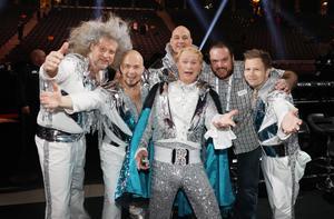 Dansbandet Rolandz – med Robert Gustafssons rollfigur Roland Järverup som frontman – tävlade  2018. Mattias och flera fotografkollegor passade på att ta egna idolbilder. Foto: Privat