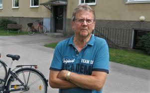 Ingvar Öberg vill att hyresvärden Hallstahem gör det säkrare att förvara cyklar på Nämndemansgatan i Hallstahammar.