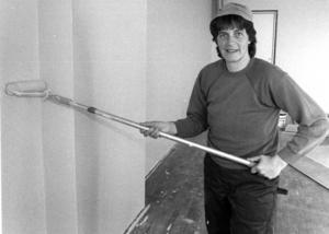På dagtid jobbade Märta Svensson i barnbespisningen, i juni 1992 målade hon skolans väggar på kvällarna.