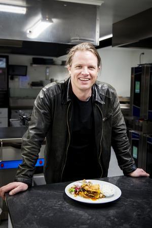 Robban Pettersson brukar titta in och äta på Sigges flera gånger i veckan. Just i dag står lasagne på lunchmenyn.