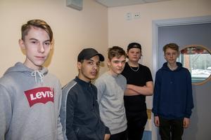 Lucas Lindström, Khalif Radja,  Hannes Löfgren, Neo Olsson och Axel Furuhall i klass 8C på Bergviksskolan uppskattade föreställningen.
