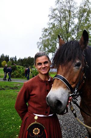 Maria Jonmeister gestaltade Brita Jonsdotter under lördagens skördefest på Kyrkås kulturgård.