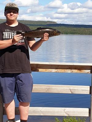Johan Eriksson hittade på en öring i Hundsjön.