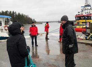 Roslagens sjövärnskår och Sjöräddningssällskapet förde varsina team från Trygg i Norrtälje ut i skärgården för att se hur skärgårdsborna klarat sig i stormens spår.  Bild: Trygg i Norrtälje