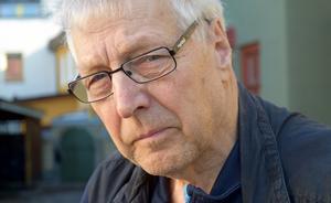 Kjell Örjes är glad att han nu slipper böja sig när tomten rensas från mördarsniglar.