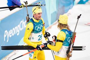 Fredrik Lindström och Sebastian Samuelsson vid masstarten över 15 kilometer. Bild: Carl Sandin/Bildbyrån.