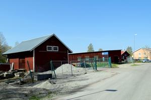När kommunförrådet flyttas till Täktbergets industriområde frigörs centralt belägen mark för bostadsbyggande.
