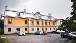 Gamla flickskolans östra fasad.