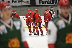 Henrik Björklund efter att ha gett Modo ledningen i SCA-cupsmötet mot Mora.