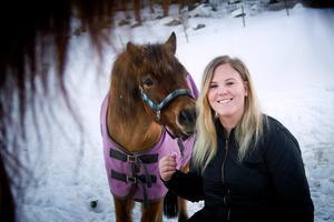 Matilda Persson hoppas vara tillräckligt stark snart igen för att kunna börja träna hästarna. Först ut blir förmodligen ponnyn Linson.