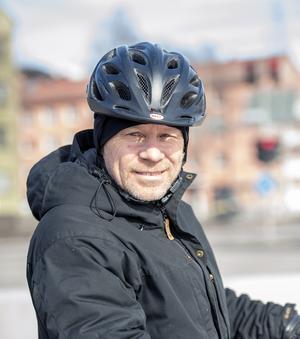 Mikael Holmén, 54 år arbetar på försäkringsbolag , Skönsmon: