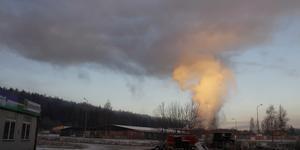 Under onsdagen ställde den pågående flisbranden i Timrå industriområde till med stora problem.