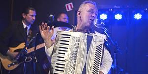 Staffan Bond Westfält, gitarr, Mats Elfqvist, bas och Torgny