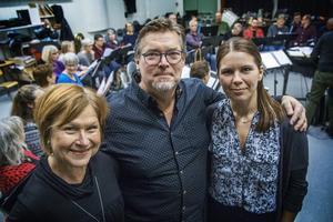 Katarina Göthlund, Kent Pettersson och Johanna Nilsson tycker att gemenskapen i kören är fantastisk.