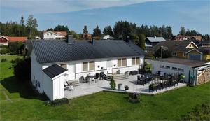 Renoverad villa i Källviken. Ligger i ett lugnt läge på en återvändsgata. Foto: Kristofer Skog, Husfoto.