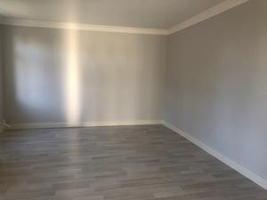 Så här såg det renoverade och tomma sovrummet ut före Emelies jobb... Foto: Emelie Eriksson