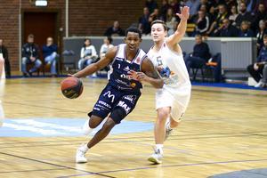 CJ Jackson i Köping Stars har den vinnarskalle som Västmanland behöver. Foto: Stefan Lindgren