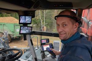 Janne Eriksson, kör den stora potatisupptagaren.