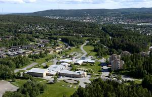Tjänstemännens och politikers val av inriktningar går helt mot tankar som fanns för tio år sedan då Granloholm var ett område för fortsatt bostadsexploatering, skriver Lars.