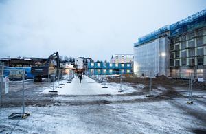Nykvarns centrum blir sig aldrig likt igen. En stor del av den låga centrumbebyggelsen är jämnad med marken.