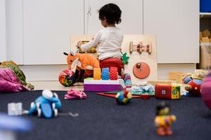 Vi ska vara stolta att den svenska förskolan är ett föredöme för många andra världen över, vi vill att vi ska fortsätta vara det, skriver Johanna Jaara Åstrand, Niklas Tärnholm och Lars Dalquist Öhlén. Foto: Pontus Lundahl, TT.