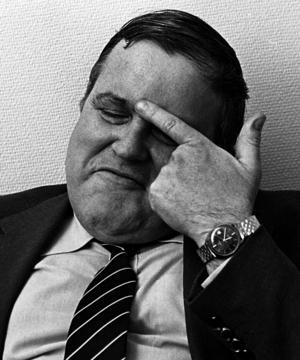 """""""Det där namnet ska du vara rädd om"""", hälsade dåvarande biträdande industriministern Roine Carlsson (S), från Hallstavik NT-fotografen med samma namn när de träffades. Här på en bild tagen i Stockholm strax innan ju 1982. Foto: Roine Karlsson"""