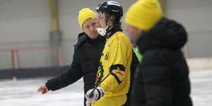 Henrik Löfvendahl i samspråk med Filip Bergman. Stryk mot Tellus i Stockholm, men i morgon chans till revansch i Kalix.