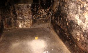 De här utrymmena i fängelset  fylldes med kallt vatten, kvinnliga fångar tvingades bli nerkylda gång på gång.