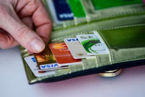 Bedragare gör allt för att komma åt pengar från folks konton. Bild: Per Larsson / TT