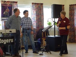 Sven-Rogers fick en inbjudan av Anna Sandström Carlsson att komma tillbaka efter sommaren och köra en höstdans på Arnäsgården. Foto: Kjell Larsson