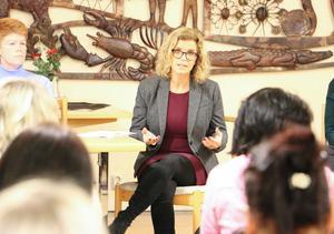 Möte kring hemtjänstens omorganisation i Kumla. Socialchefen i Kumla, Gabriella Mueller Prabin, svara på frågor.