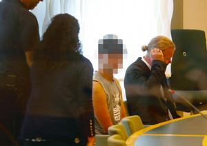 Den misstänkta 18-åringen under häktningsförhandlingen.