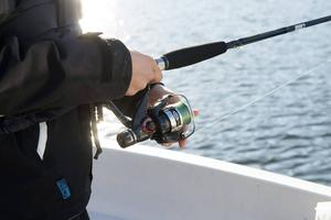 Fiskare från hela Sverige möter man längst strandkanten.