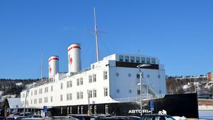 Hotellbåten  i hamnen öppnar för allmänheten.