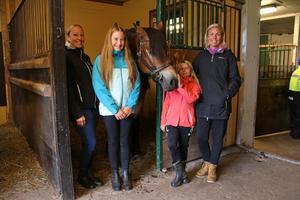 Sofie Gustafsson, Maja, Agnes och Annika Johansson var på besök från Sköllersta.
