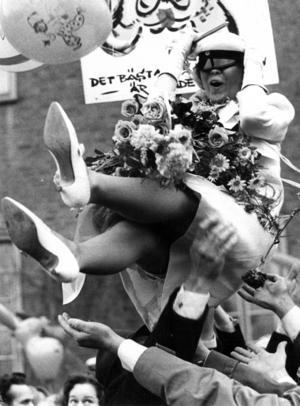 Gun Eriksson från Sveg hissades och hyllades 1964.