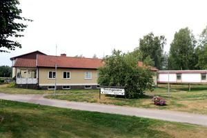 Försäljningen av Tivedsgården i Finnerödja har lett till debatt.