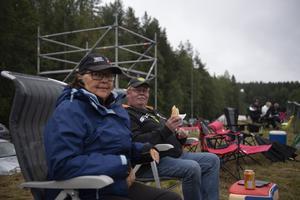 Inga Johnsson från Vilhelmina och Tommy Blomqvist från Åsele har själva kört folkrace i många år, men på senare tid är det från åskådarsidan de tar in tävlingarna.