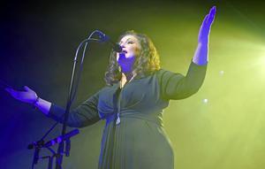Lisa Nilsson framförde sitt klassiska album