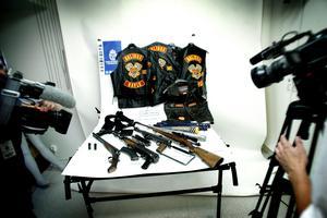 Några av fynden som gjordes vid razzian i Solidos lokaler. Foto: Henric Lindsten