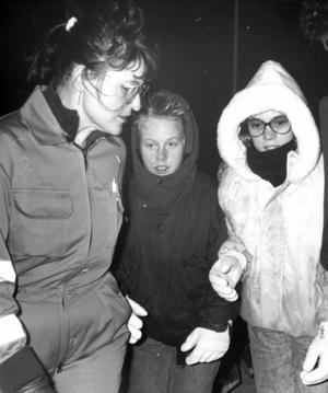 Ambulanssköterskan Sonja Falkestedt tog hand om 14-åriga Angelica Olsson och 13-åriga Christine Andersson efter evakueringen. De var de yngsta passagerarna i kabinen.
