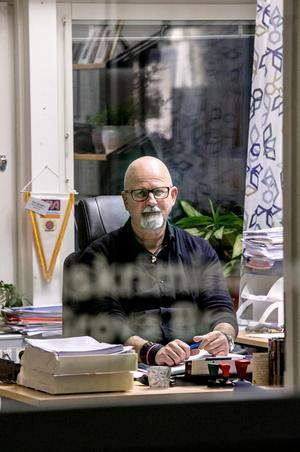 Peter Springare trivs på jobbet som polis. Han har fortfarande några år kvar till pension.– Jag har flera projekt på gång. Vi får se vad som händer till sommaren.
