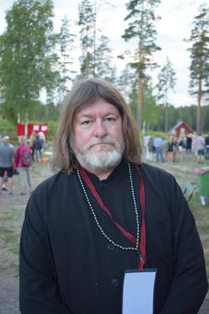 En munter Ebbot i Dalarna, nästan med Gustav Vasa-frisyr.