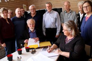 Ett öppet brev, med krav från råden, ska nu skickas till kommunalrådet och vice kommunchefen.