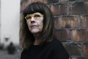 Sandviken-författaren Helene Rådberg skriver om sig själv och sin mamma i nya romanen. Bild: Ordfront förlag