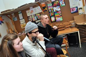 TILLSAMMANS. Tilda Pennanen, Joel Sedvall och Joel Persson häckade i musikrummet.